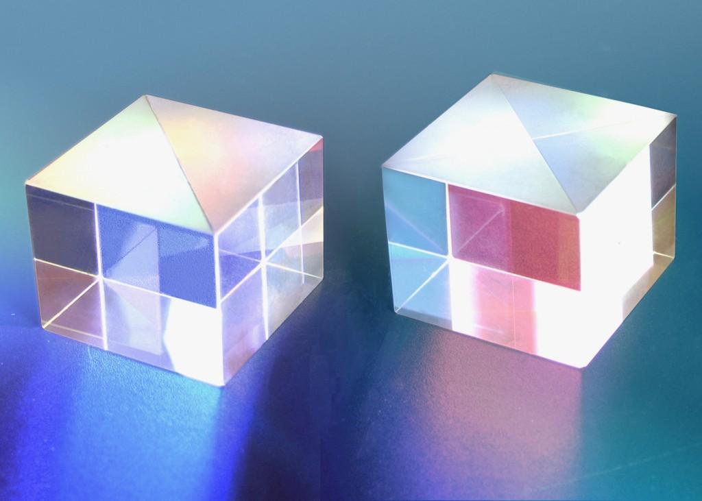 2 Cubes - NovelBeam